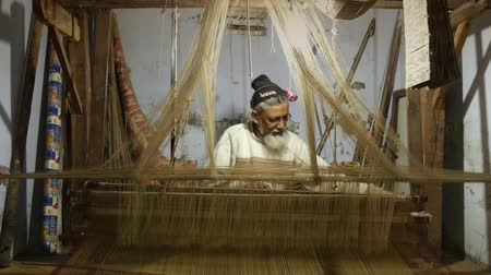 brocade : india, indian weaver at work Stock Footage