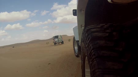 extremo : camera car in the sahara desert