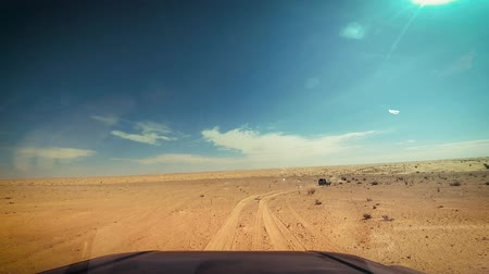 száraz : camera car in the sahara desert driver pov