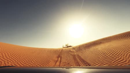 дюна : camera car in the sahara desert driver pov