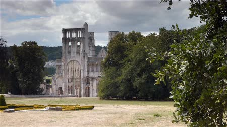 normandiya : Exterior of the ruined abbey of Jumieges, Normandy France