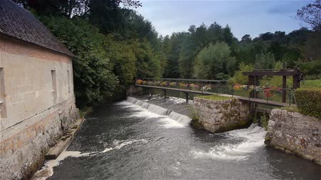 európa : River and waterfall at Broglie, Normandy France