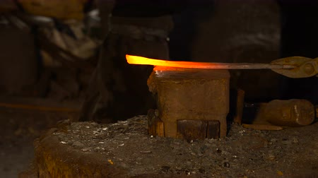 hot rod : Hot metal workpiece for the manufacture of clad steel on the anvil