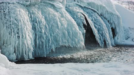 zmrazit : Frosty Arctic. Snow waterfall. Waterfall in the ice.