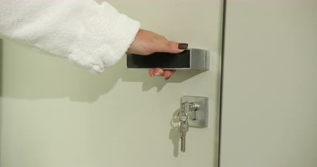 erişilebilirlik : A Womans Hand Closes The Door With The Help Of A Door Handle. Prores Slow Motion Close-up 4k Stok Video