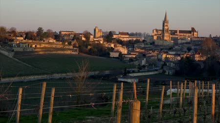 цвет бордо : Time Lapse Sunrise on the village of Saint-Emilion Bordeaux Vineyard France