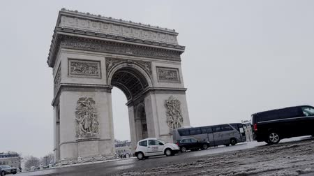 döner : The arc de triumph by a rare snowy day in Paris, France