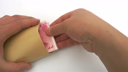 pago : taking out stack of RMB paper currency from an envelope Vídeos