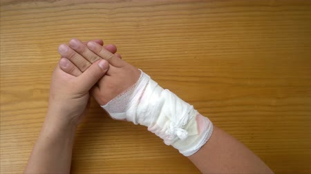 relieve : hurt hand doing physiotherapy