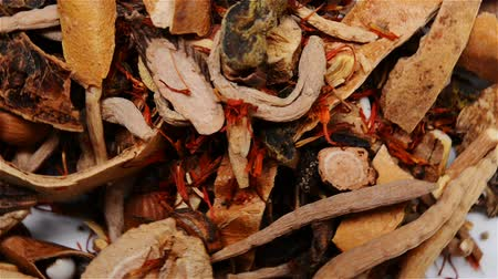 kurutulmuş : mixed herbal medicine rotating, close up