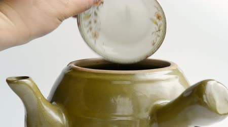 alternatif tıp : putting different herb medicine into an enamel pot Stok Video