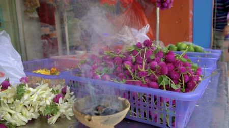 colar : Market stall with ritual hindu flowers in smoke