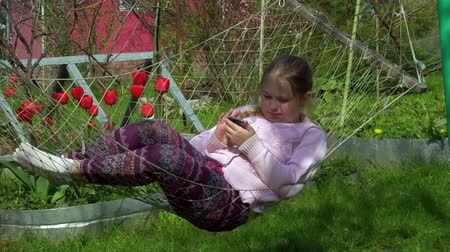 faház : 4K Girl Portrait Playing Tablet in Hammock, Child Face Use Smart Phone in Nature