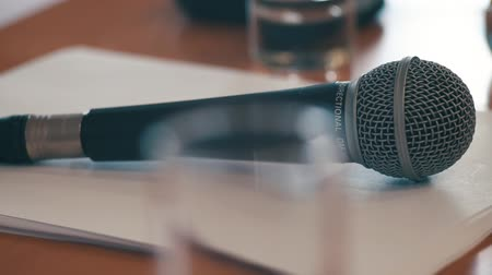 faks : Microphone in a conference room
