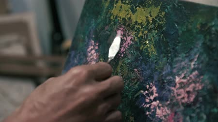 palette knife : Work with palette knife. The work of a professional (close-up)