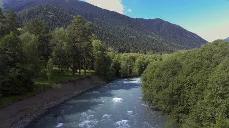 Flying over a mountain river. The strong current of the river. Mountains and blue sky Dostupné videozáznamy