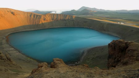 geotermální : Volcanic lakes of Iceland. Scenic landscape at sunset. HD Footage.
