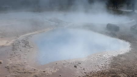 vulkán : Icelandic geyser vapors and picturesque nature with moving tourist. HD Footage.