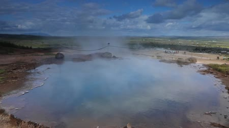 gejzír : Icelandic geyser vapors and picturesque nature. Slow Motion Footage.