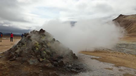geotermální : Icelandic geyser vapors and picturesque nature. Slow Motion Footage.