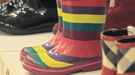 tecido : Colorful rubber rain boots in a store. Vídeos