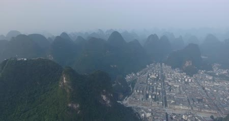 guangxi : Top view of amaizing famous Yangshuo valley in Guilin, Guangxi, China. Aerial View of beautiful sunrise over Yulong or Dragon River in Yangshuo, China. Overpopulation concept, beauty in nature Stock Footage
