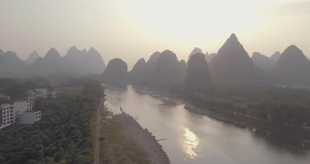 guangxi : Yu Long river and Karst mountain landscape in Yangshuo Guilin, China
