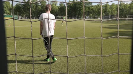piłka ręczna : Moscow, Russia - June 25, 2018 : Unidentified male goalkeeper standing behind the net of the gate in a public park Wideo