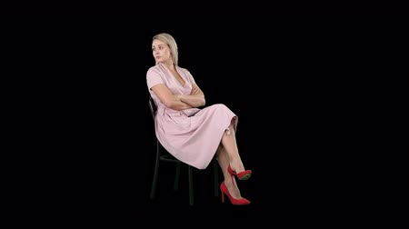can sıkıntısı : Woman in pink dress sitting on a chair waiting for someone, Alpha Channel Stok Video