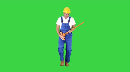 süpürge : Cheerful man playing on the swob like it is a guitar on a Green Screen, Chroma Key.