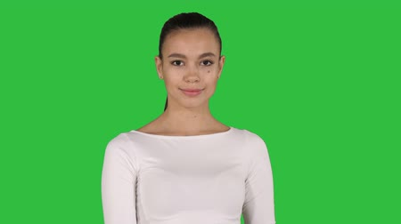 arcszín : Cute lady walking and smiling on a Green Screen, Chroma Key.