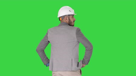 pažba : Engineer standing and looking around on a Green Screen, Chroma Key.