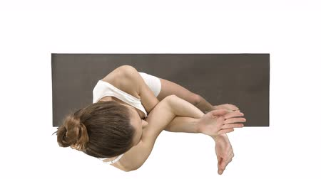 músculos : Beautiful young woman doing yoga exercise for ankles, calves, thighs, hips and shoulders, Eagle Pose, Garudasana on white background.