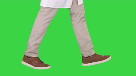 kule : Doctors legs walking on a Green Screen, Chroma Key. Wideo