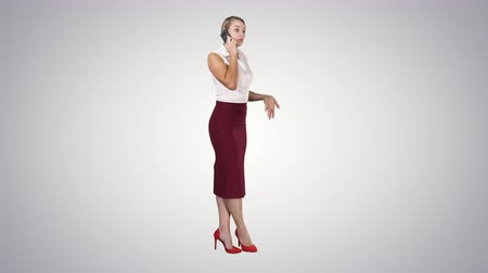 телефон доверия : Full length portrait of a happy young woman talking on the phone on gradient background.