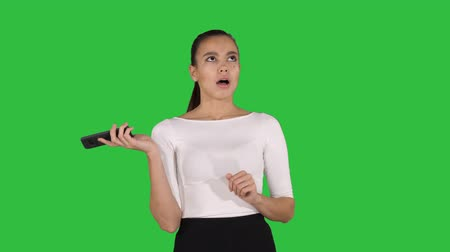 yardım hattı : Woman shouting and argue on the phone on a Green Screen, Chroma Key. Stok Video