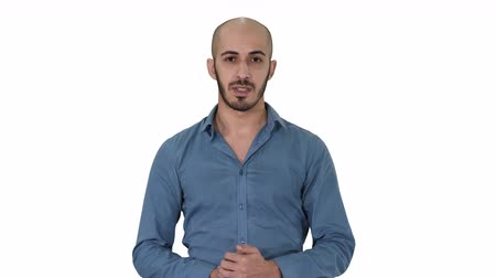 продвигать : Arabic young man in shirt talking presenting something and pointing to the side on white background.