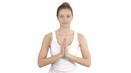 contemplação : Young yogi woman practicing yoga, making namaste gesture, working out, wearing white t-shirt on white background. Vídeos