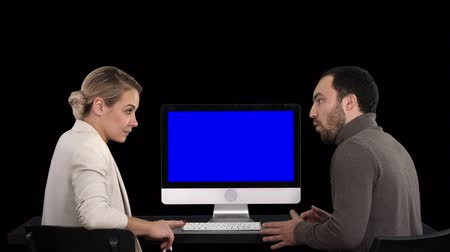 eşofman : Business people having meeting around monitor of computer talking about what is on the screen, Alpha Channel. Blue Screen Mock-up Display.