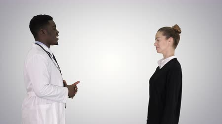 kennismaken : Acquaintance doctor with a patient on gradient background.