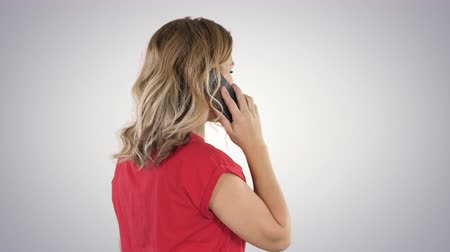 penas : Woman talking on the phone on gradient background.