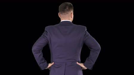 relance : Businessman looking around with hands on hips, Alpha Channel Vídeos