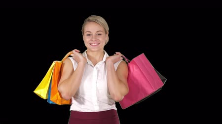 домохозяйка : Young woman walking and hold shopping bags while doing some shopping, Alpha Channel