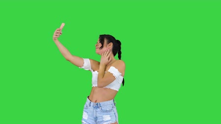 латина : Beautiful young woman doing selfie on a Green Screen, Chroma Key. Стоковые видеозаписи