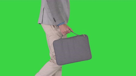 aktatáska : Man in casual walking with briefcase on a Green Screen, Chroma Key. Stock mozgókép