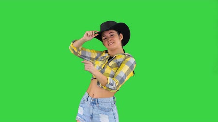 taniec : Young lady in a cowboy hat dancing on a Green Screen, Chroma Key.
