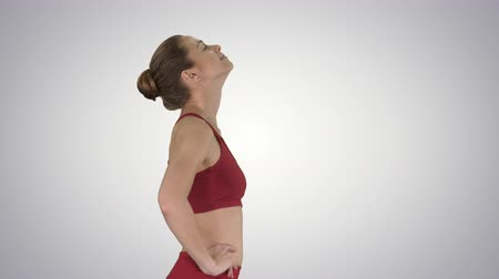 napětí : Female walking and doing neck stretching exercise to release build up tension on gradient background.