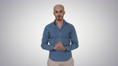 点数 : Arabic man in casual making attention gesture finger up on gradient background.