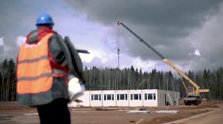 dach : Сonstruction crane at construction site Wideo