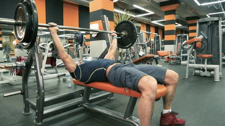 powerlifter : The man presses the rod lying down.